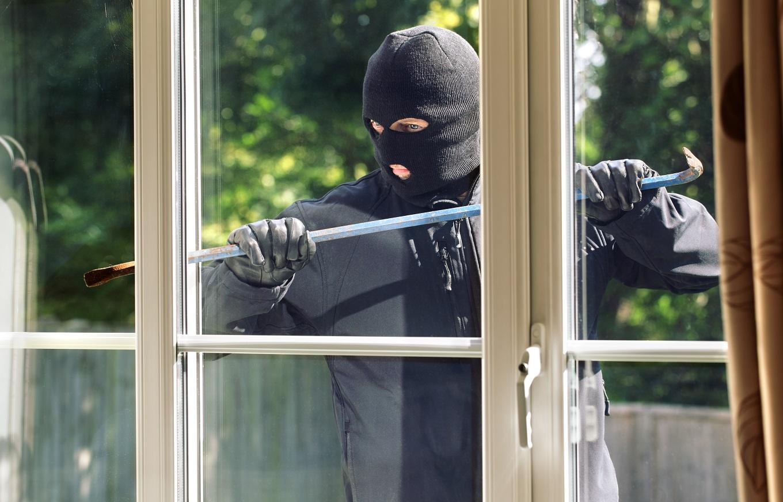 Жителям Тверской области рассказали, как уберечь квартиры и дачи от воров