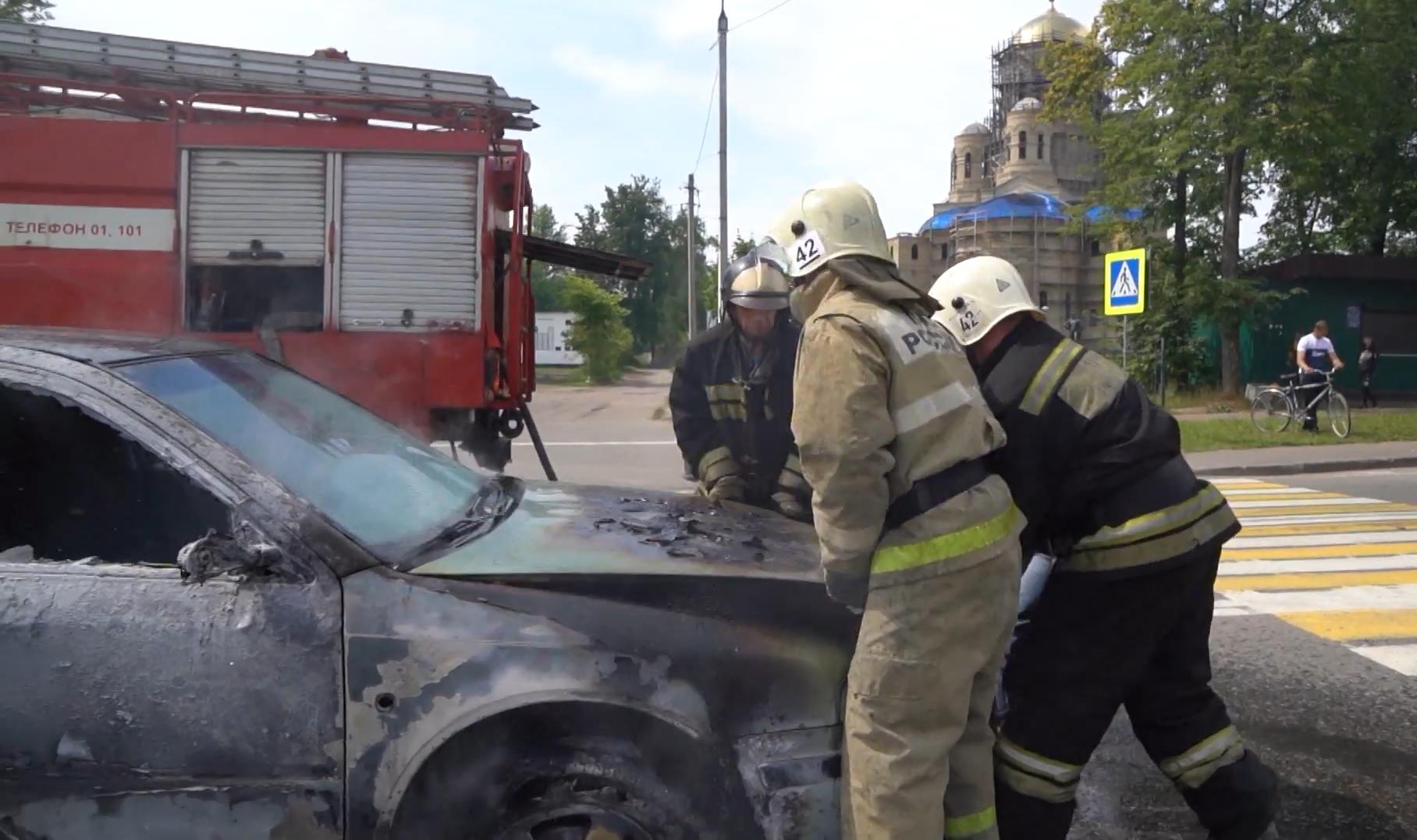 Появились подробности инцидента с иномаркой, которая загорелась в Тверской области