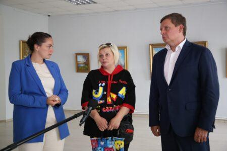Андрей Епишин и Юлия Саранова поддержали многодетную семью Юлии Гиёевой из Кимр, которая могла лишиться квартиры из-за ошибки чиновников