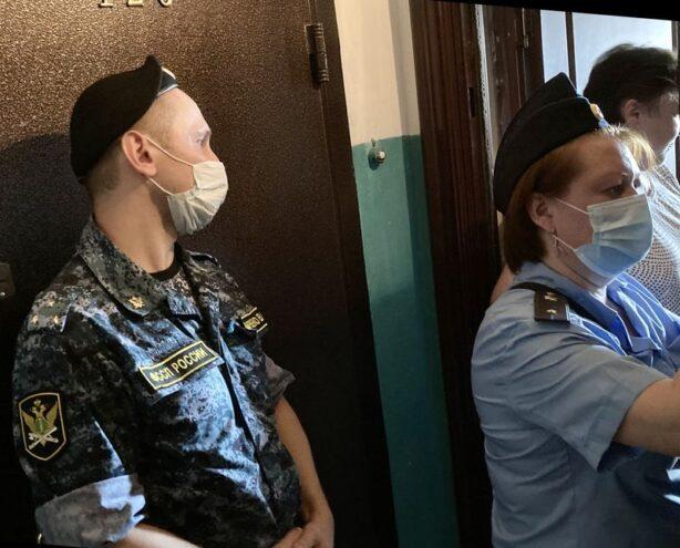 Приставы и газовики предупредили должников Тверской области о невыезде из страны