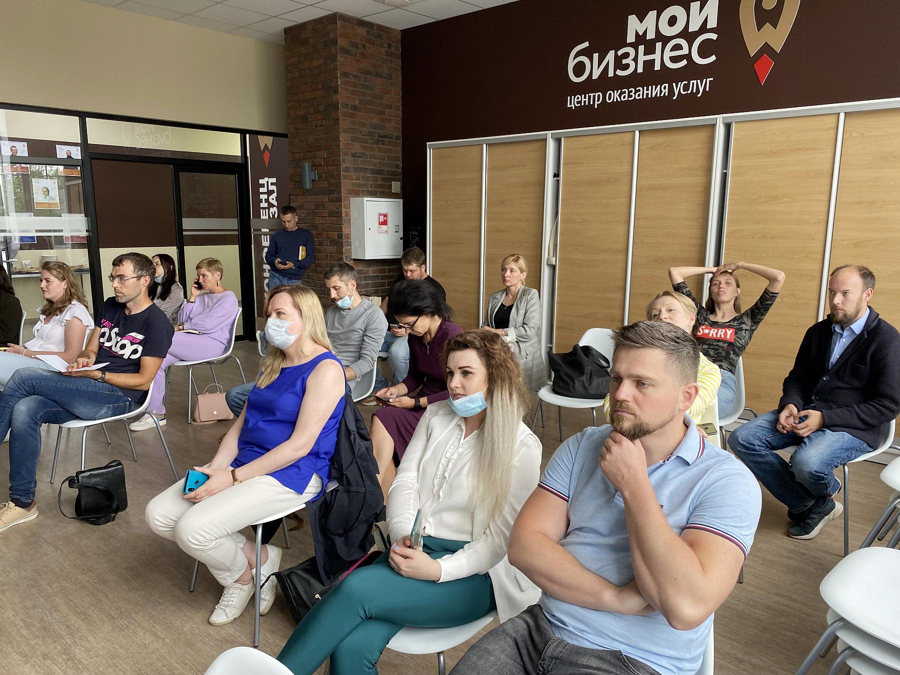 «Благотворительный стендап» прошёл в центре поддержки предпринимательства в Твери