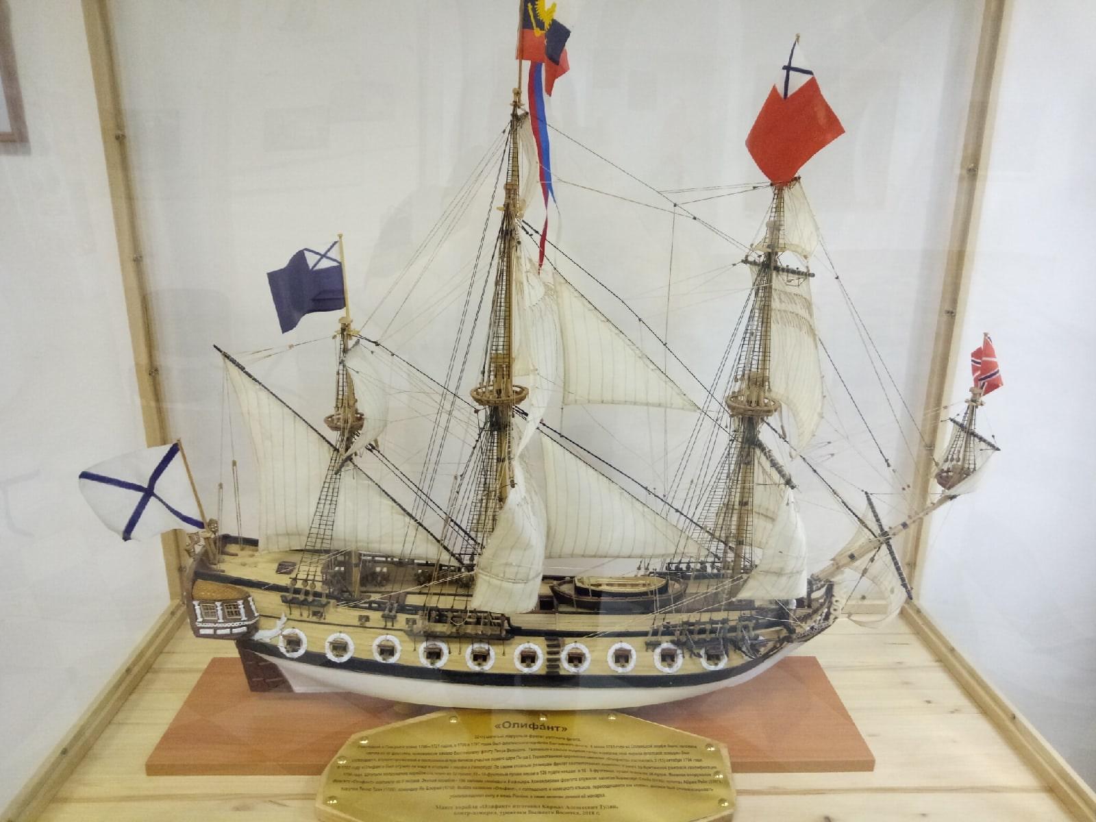 На выставке в Вышнем Волочке покажут полный комплект формы контр-адмирала ВМФ