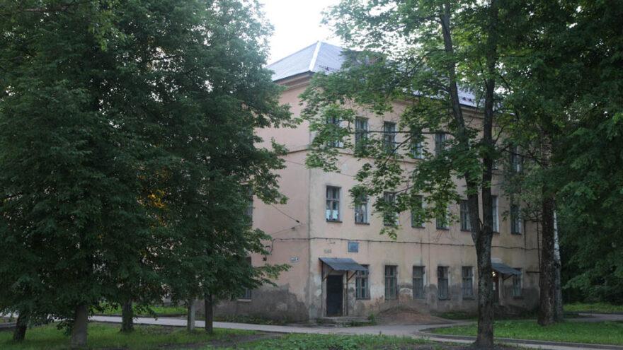 Врач и санитарка в Тверской области вскрывали трупы за деньги