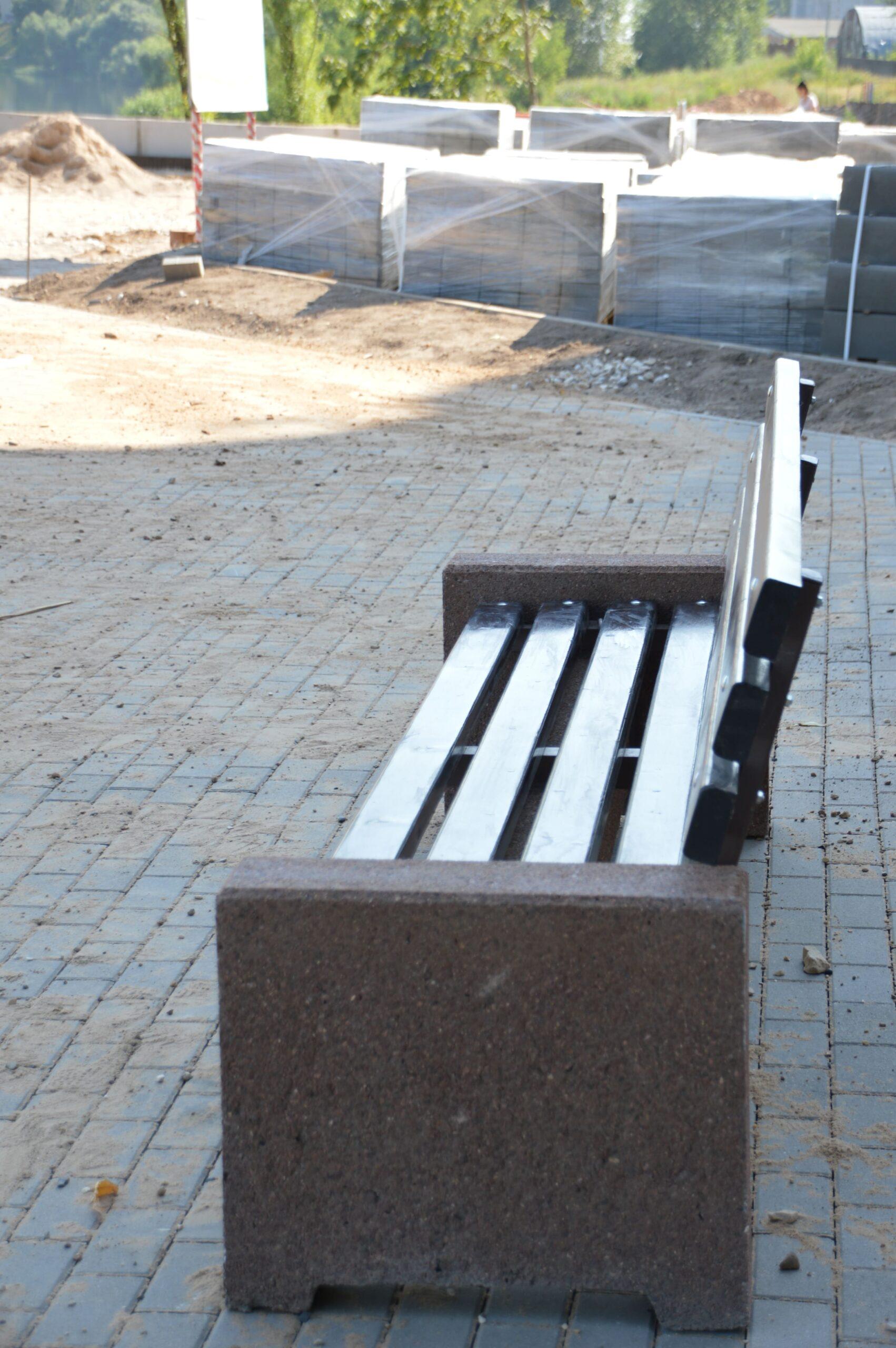 На Мигаловской набережной готовятся к установке тренажёров и детской площадки