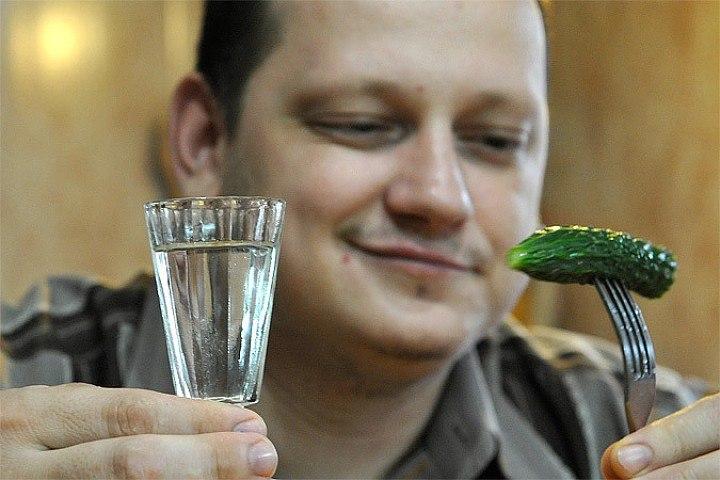 Москвич решил, что в Тверской области водка бесплатная