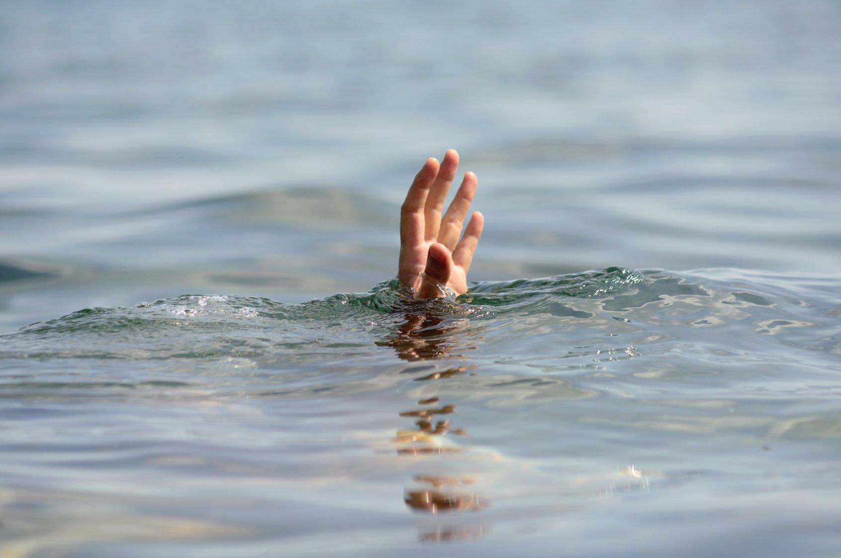 Под Тверью в реке утонул выпивший мужчина