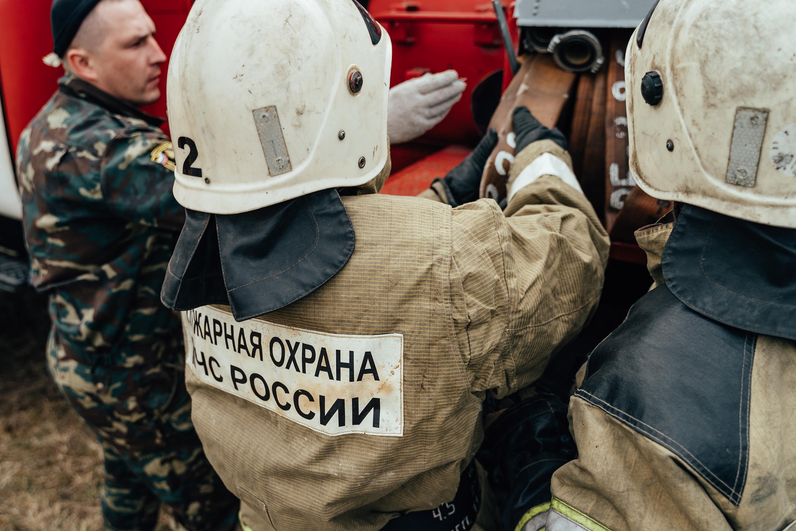 В Тверской области тушат лесной пожар