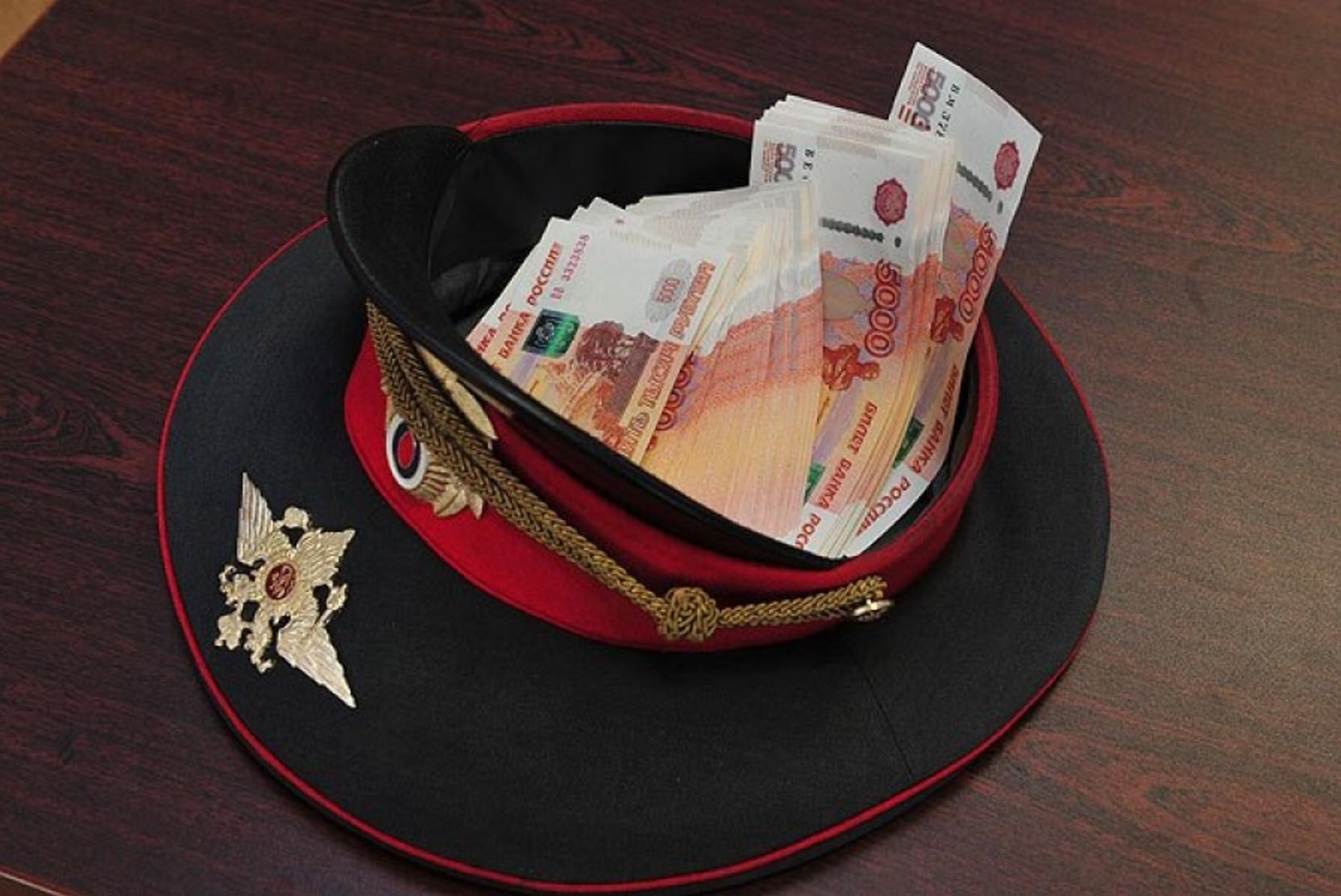 За взятку от пьяного водителя сотрудников ДПС взяли под стражу в Тверской области