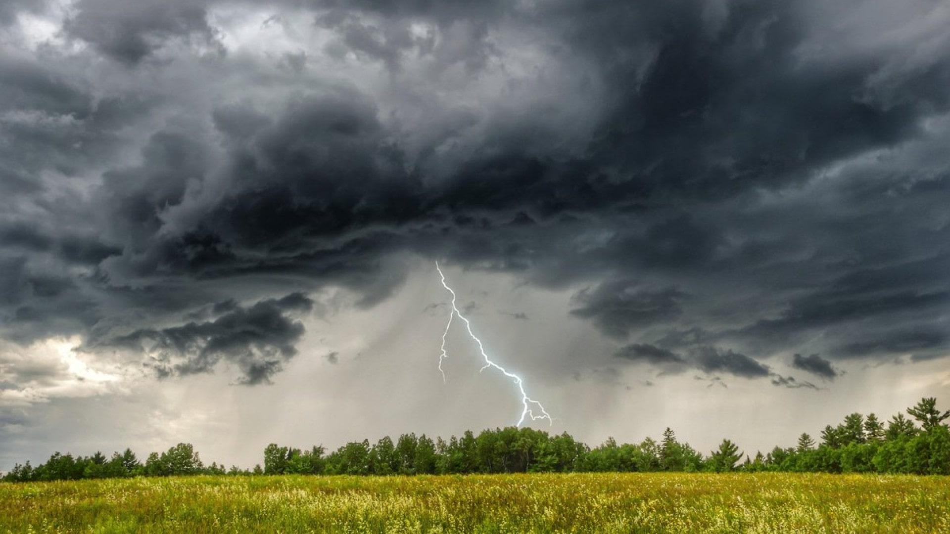 Гроза с ливнем надвигается на Тверскую область