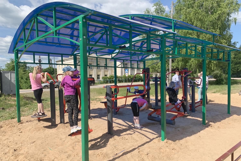 Новую спортивную площадку с уличными тренажерами открыли в Лихославльском муниципальном округе