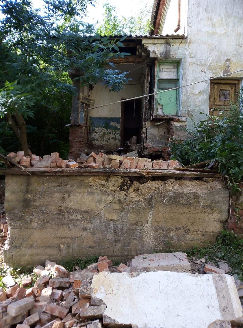 Ночью в Тверской области обрушилась стена общежития