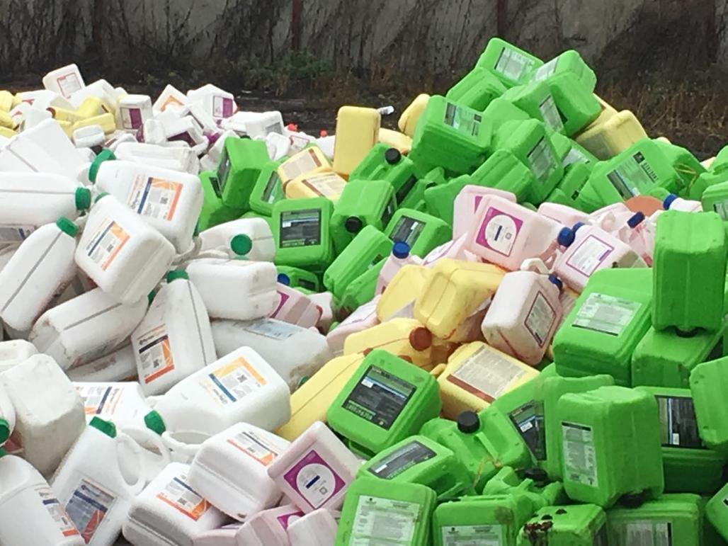 Тверским сельхозтоваропроизводителям рассказали об утилизация тары из-под пестицидов