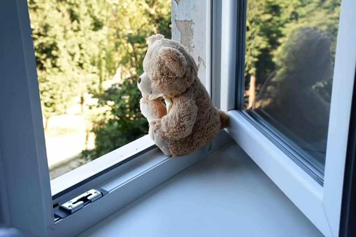 В Тверской области маленький мальчик выпал из окна на 4 этаже