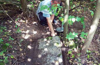 В Твери пытаются найти старинные кладбищенские жертвенники