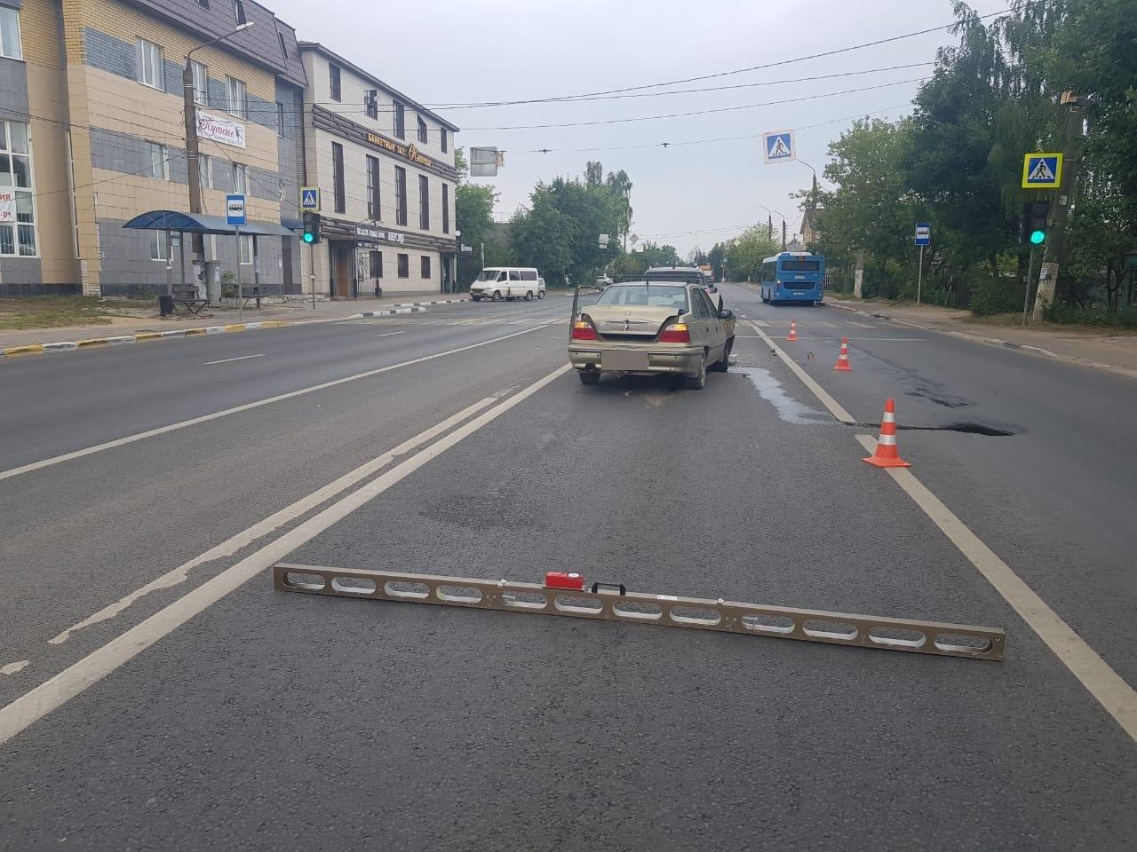 Пьяный водитель-пенсионер в Твери протаранил иномарку