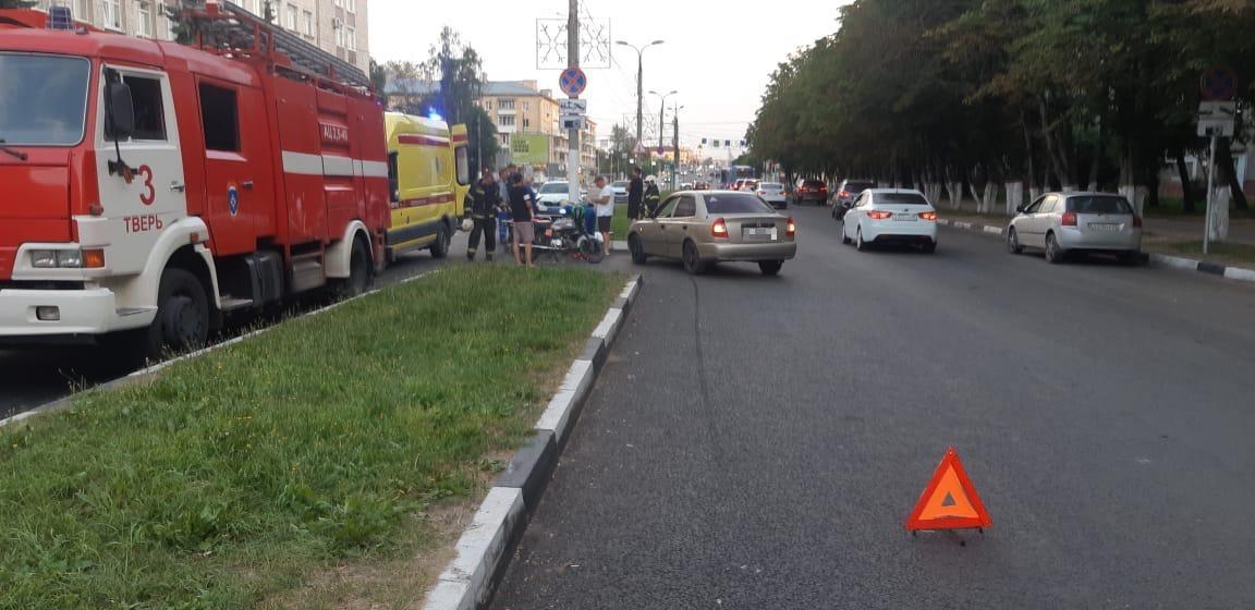 Мотоциклист пострадал в столкновении с автомобилем в Твери