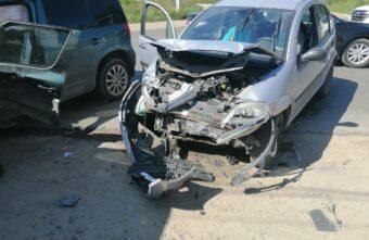 Пожилой водитель пострадал в столкновении двух иномарок в Тверской области