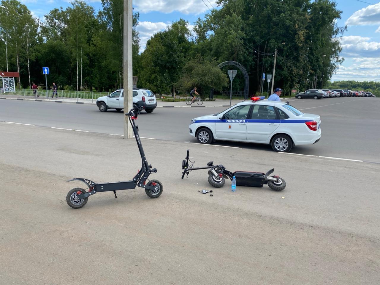 Житель Тверской области влетел в дорожный знак на электросамокате