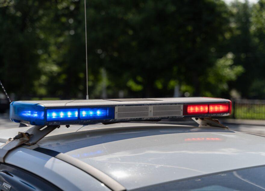 Пьяный мопедист пострадал в столкновении с отбойником под Тверью