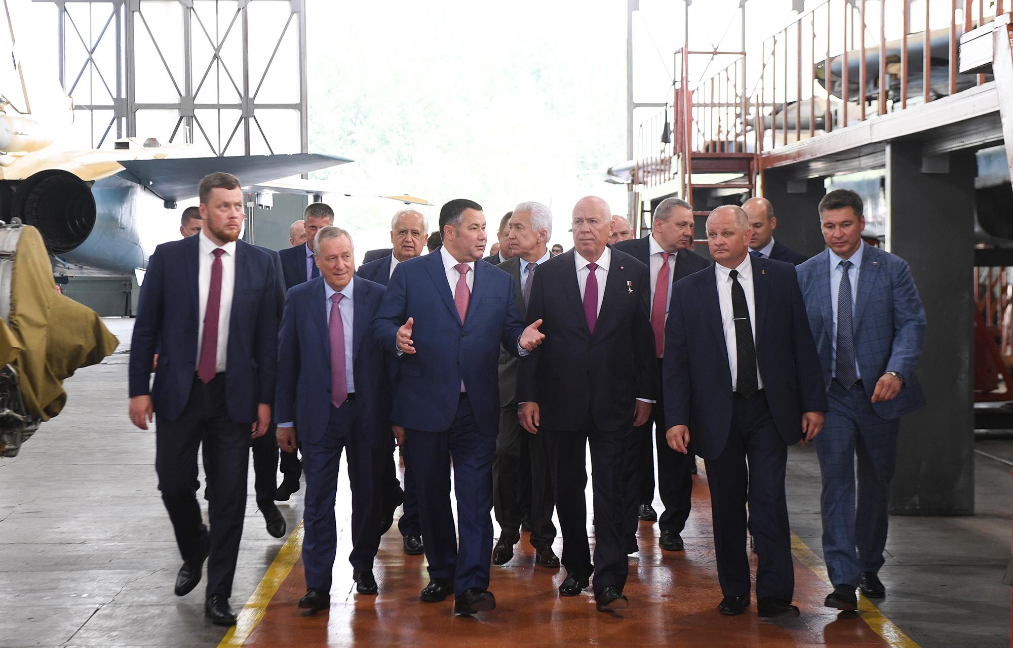 Игорь Руденя, Сергей Чемезов и Владимир Васильев посетили 514 авиационный ремонтный завод в Ржеве