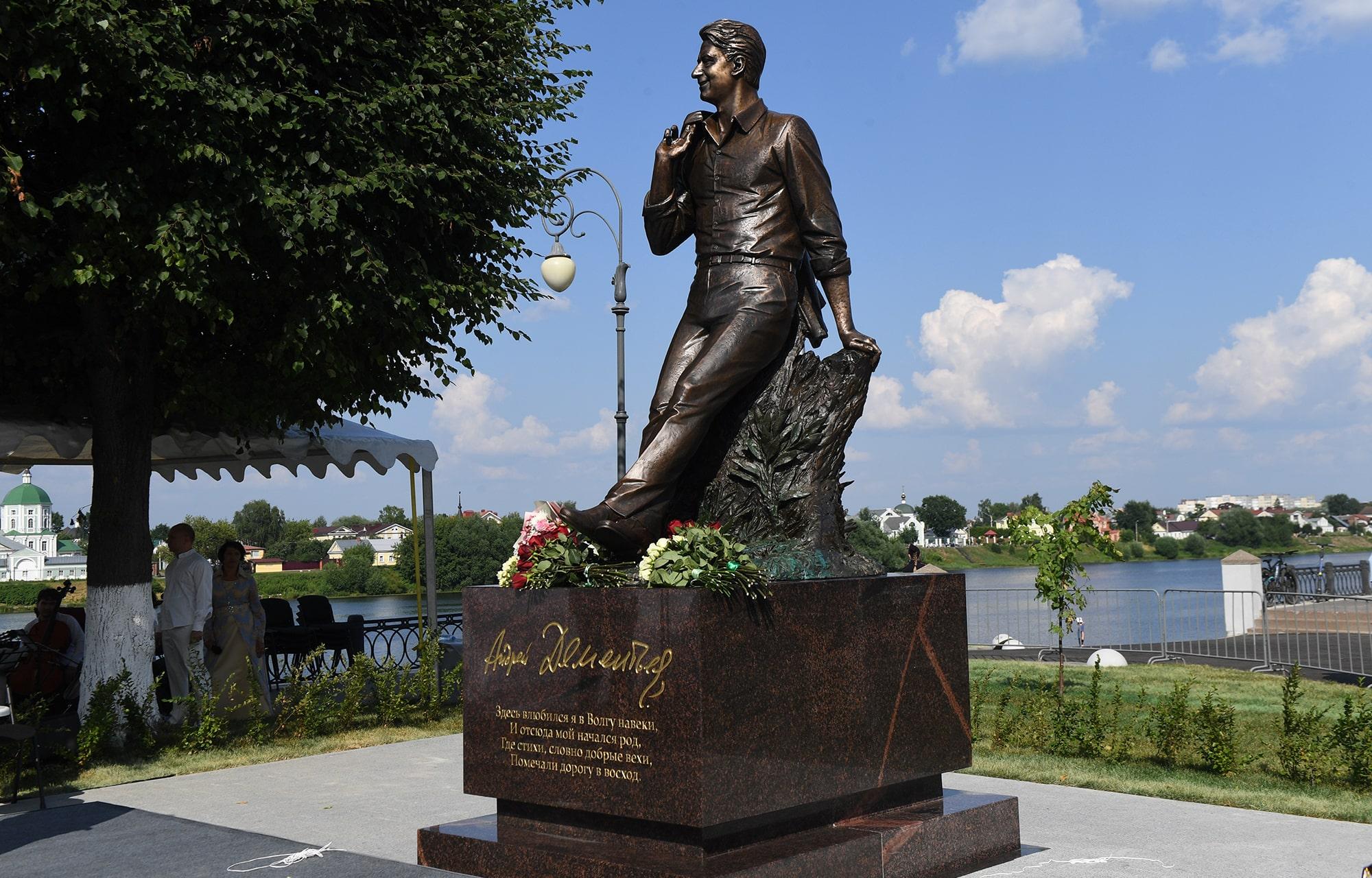 Президент России Владимир Путин направил приветствие участникам церемонии открытия памятника Андрею Дементьеву