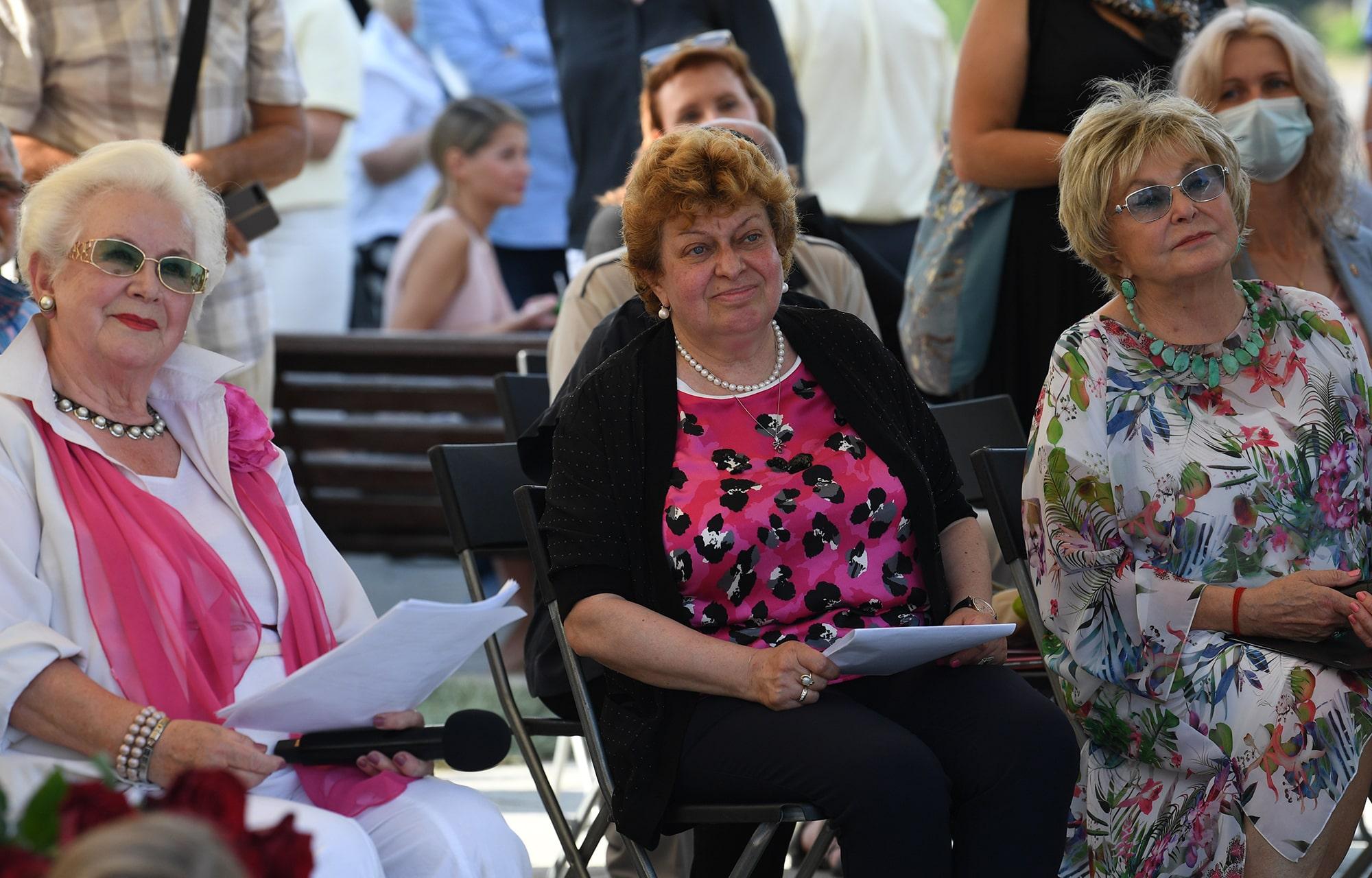 В Твери открыли памятник знаменитому поэту Андрею Дементьеву