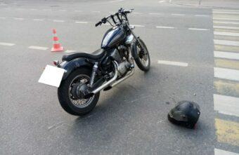 Мотоциклист пострадал из-за женщины-водителя в Твери