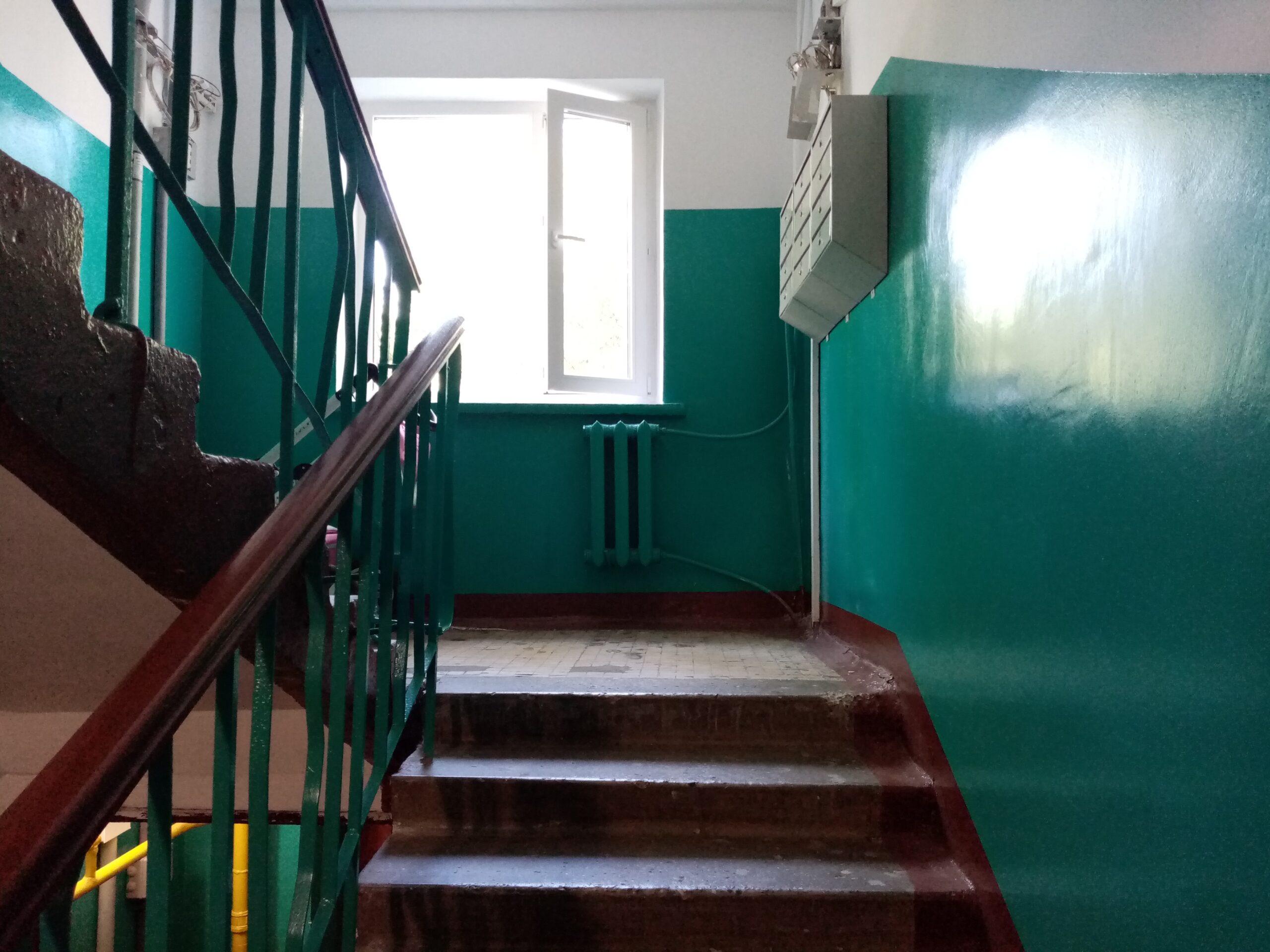 В Тверской области осудили мужчину, убившего в подъезде своего знакомого