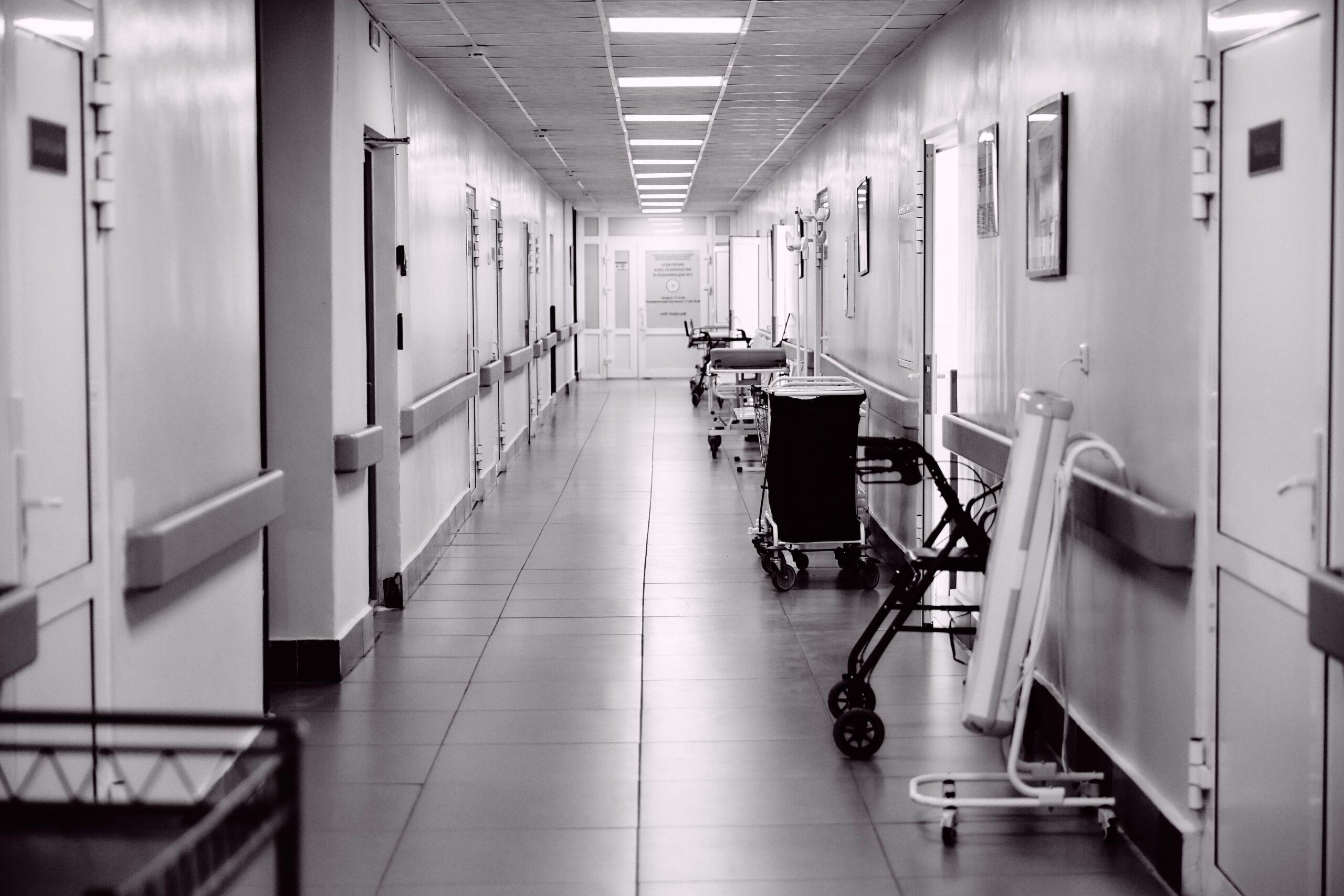 В Тверской области врач-патологоанатом и фельдшер-лаборант нажились на 36 родственниках умерших