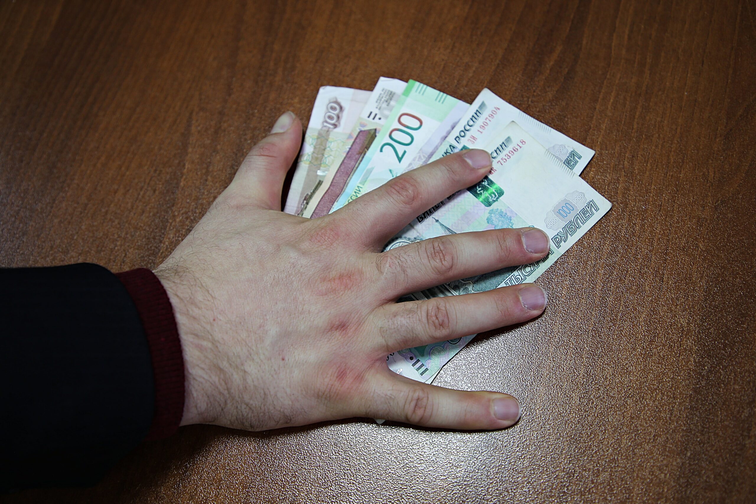 За сутки жители Тверской области отдали мошенникам почти 4 миллиона рублей