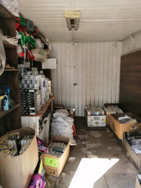 Больше 2,5 тысяч пачек контрафактных сигарет нашли на рынке в Тверской области