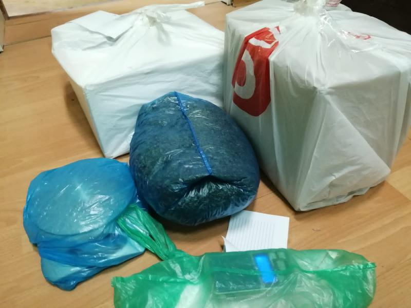 Мешки и коробки с наркотиками после умершего друга хранил житель Тверской области