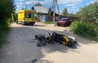 Скутерист без прав серьёзно пострадал в ДТП под Тверью