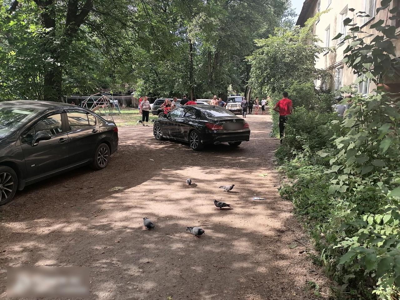 2-летний мальчик попал под колёса машины в Твери