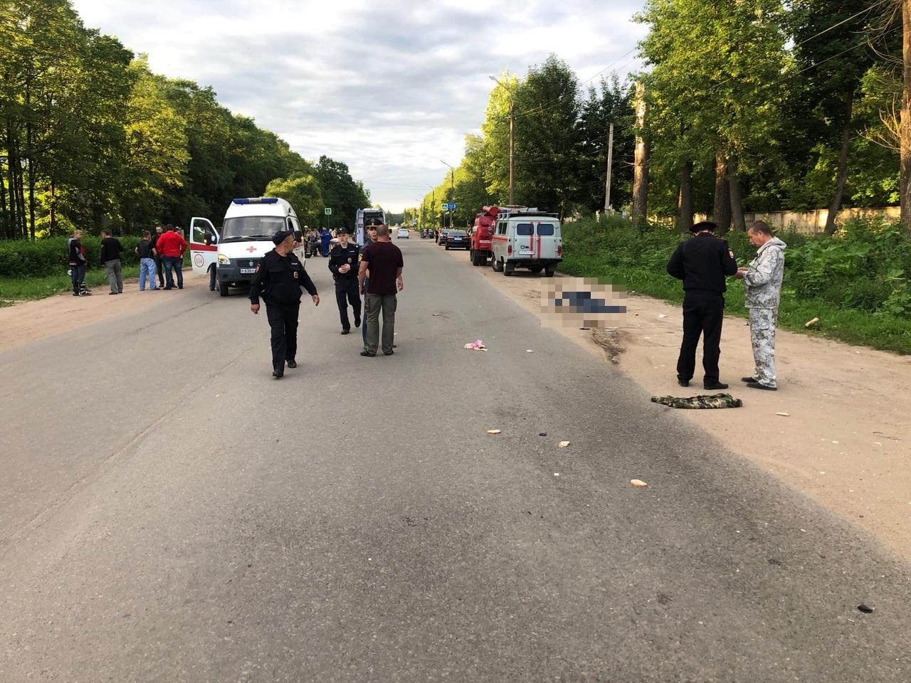 Мотоциклист насмерть сбил мужчину-пешехода в Тверской области
