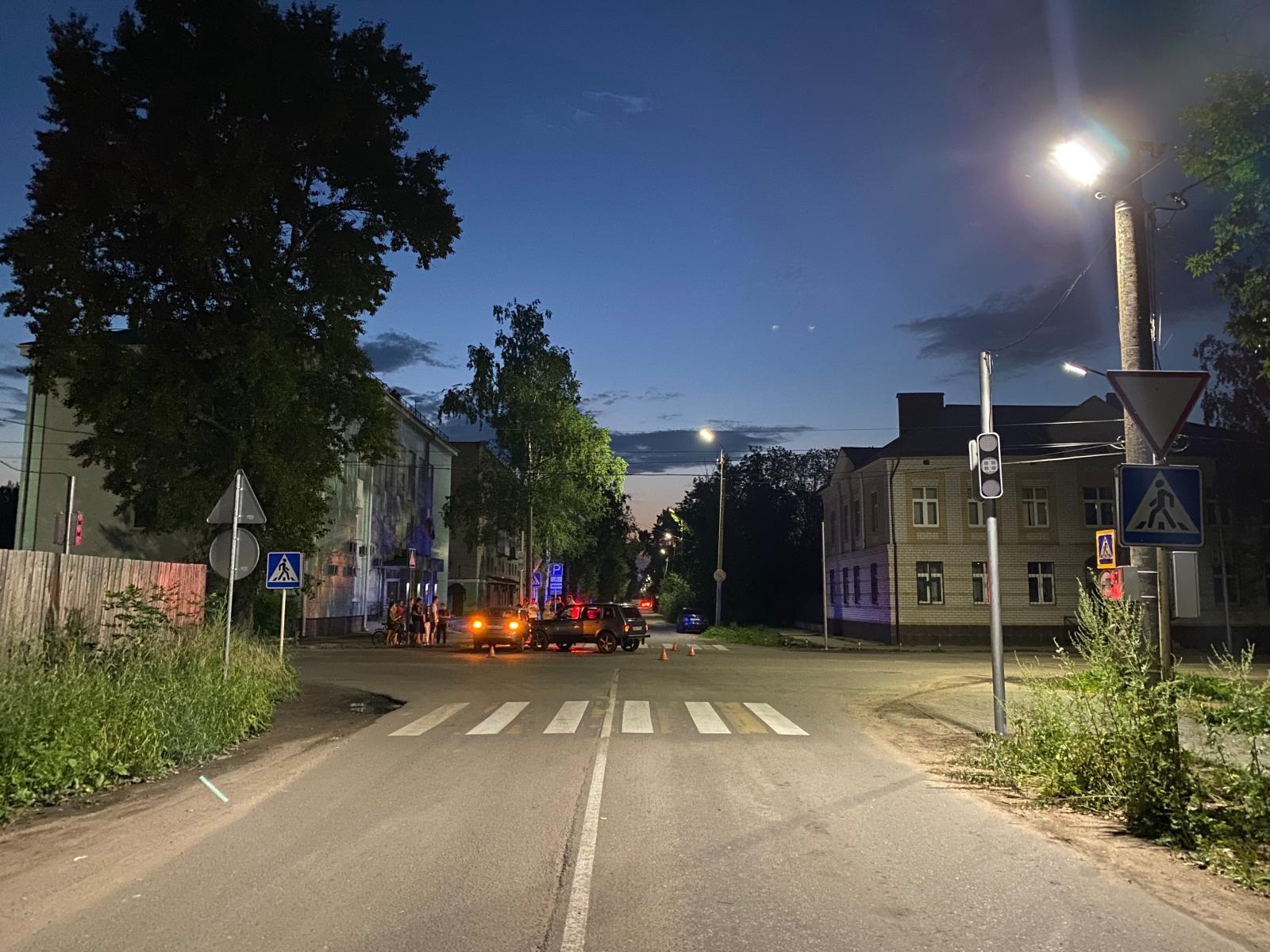 В Тверской области столкнулись «ВАЗ» и «Лада», пострадали девочка и девушка