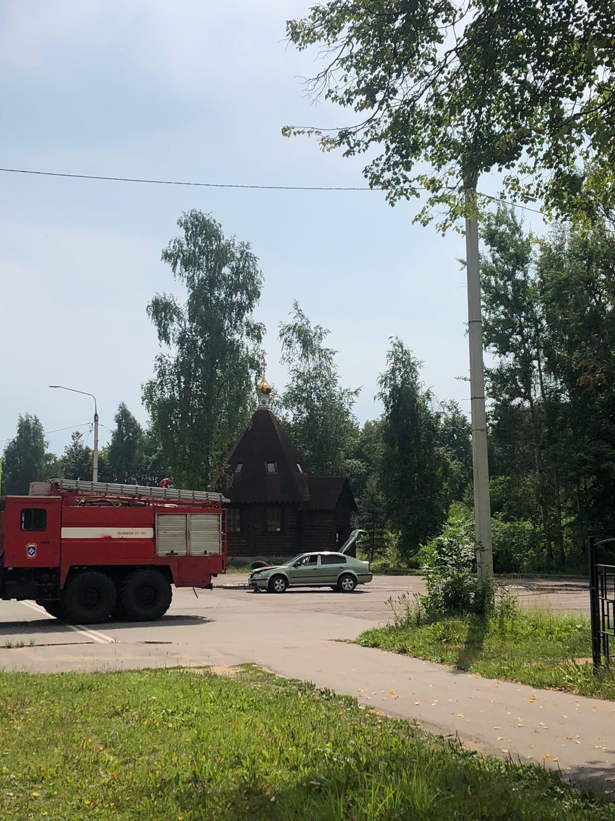 На площади загорелась машина в Тверской области