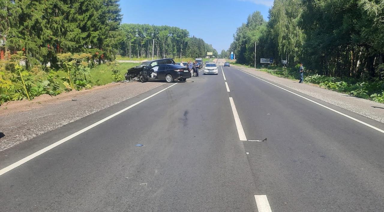 На дороге в Тверской области столкнулись четыре машины, водитель погиб