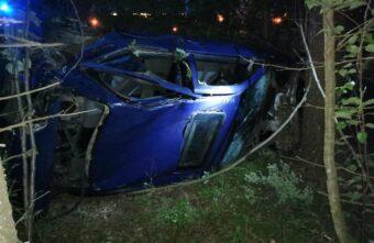 В Тверской области молодой водитель «Ниссана» врезался в дерево