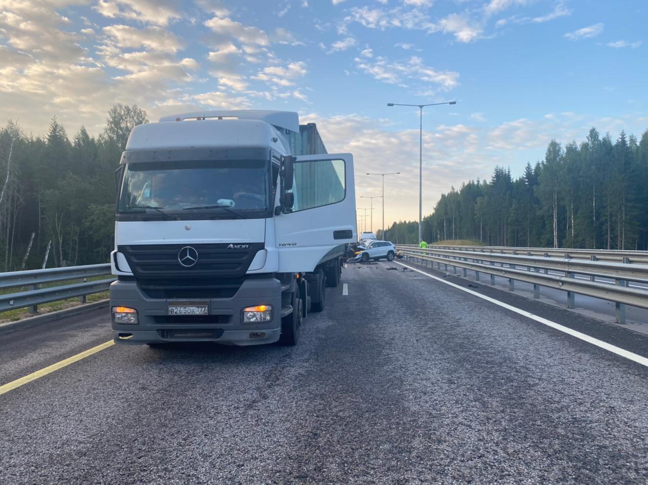 В Тверской области погиб пассажир «Шкоды», которая врезалась в фуру