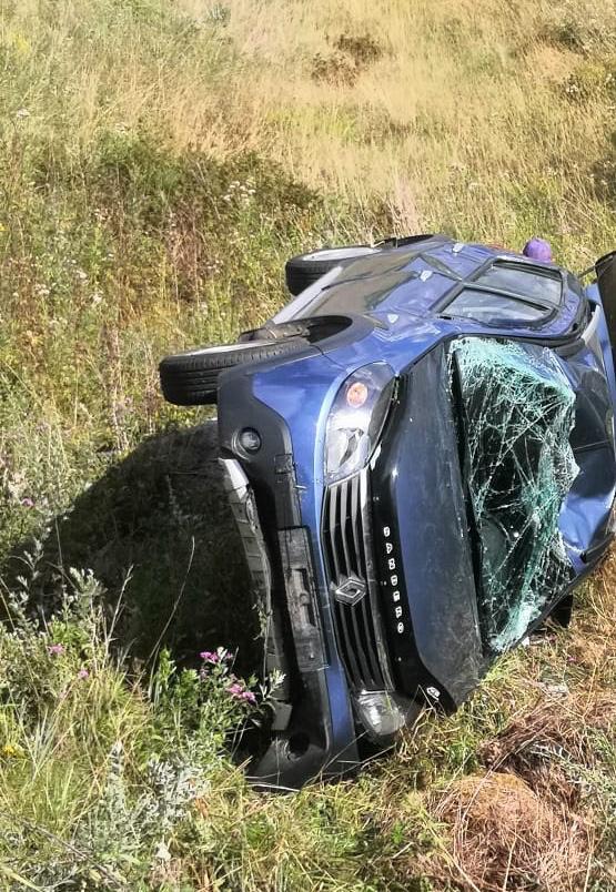 На дороге в Тверской области перевернулся «Рено», пострадали две женщины