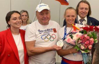 Тверская делегация во главе с Юлией Сарановой встретила призёра Олимпиады Василису Степанову