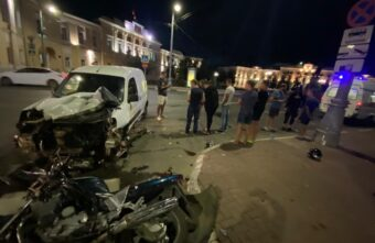Ночью в Твери столкнулись автомобиль и мотоцикл