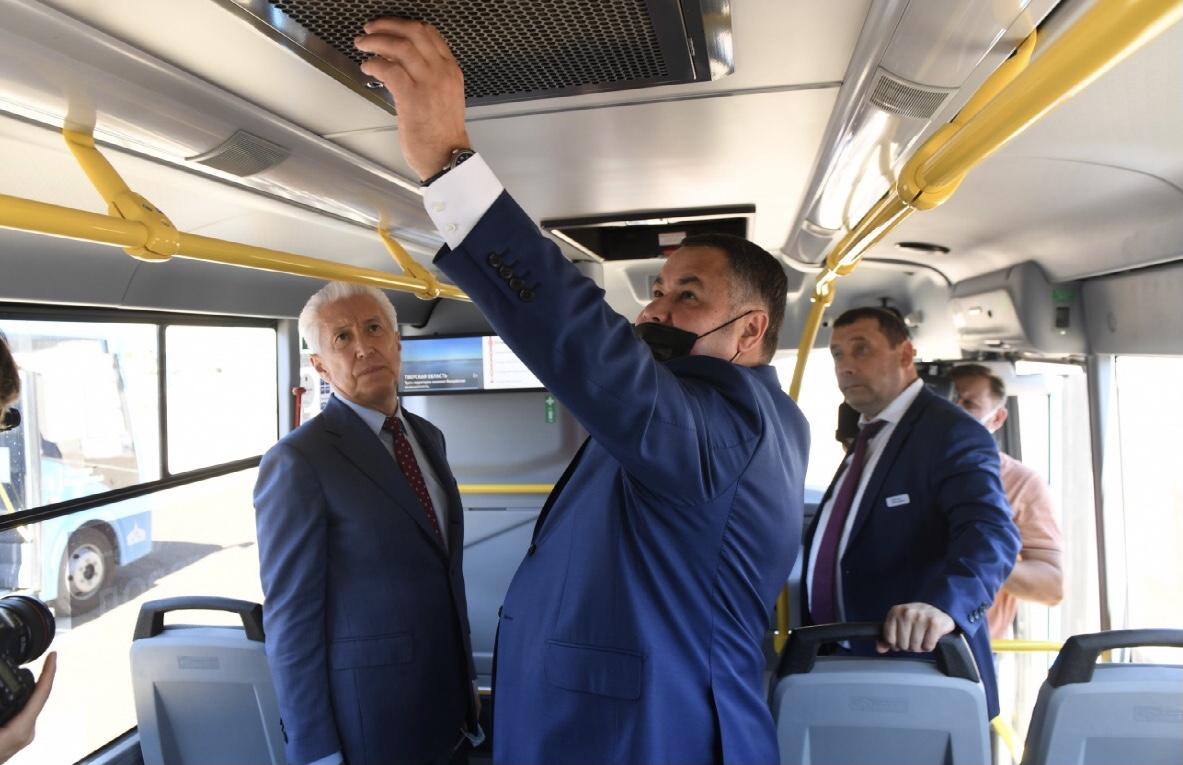 Губернатор посмотрел, как работает в Ржеве новая модель пассажирских перевозок