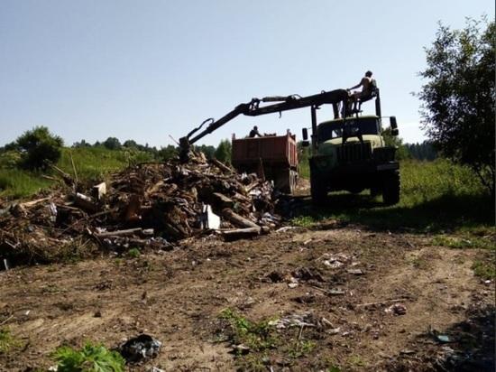 В Тверской области убирают свалку, копившуюся десятилетиями