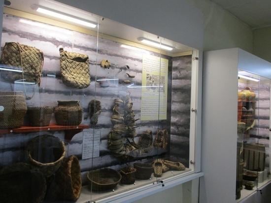 В андреапольском музее оформили витрину в зале истории 19-го века