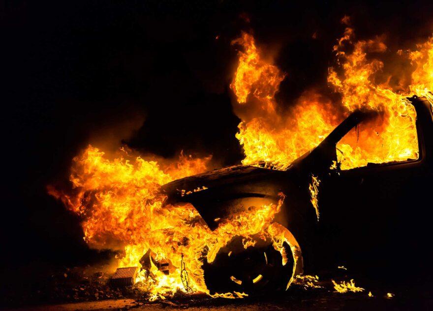 Молодой житель Тверской области спалил дотла машину обидчика
