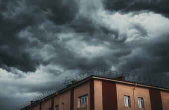 Буйство ветра и дождей ждет Тверскую область в ближайшие выходные