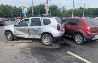Четыре машины столкнулись на мосту в Твери, есть пострадавший