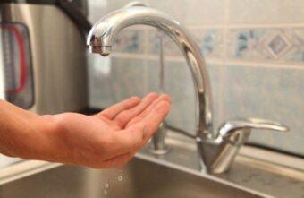 Многодетная семья из Твери почти 2 недели живёт без воды в квартире